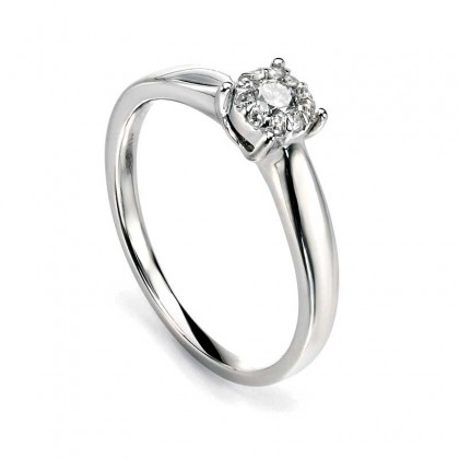 9ct White Gold Ring Set With Eleven Diamonds