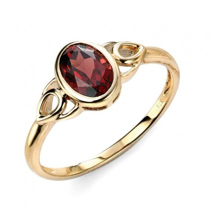 9ct Yellow Gold Celtic Style Ring Set With Garnet.